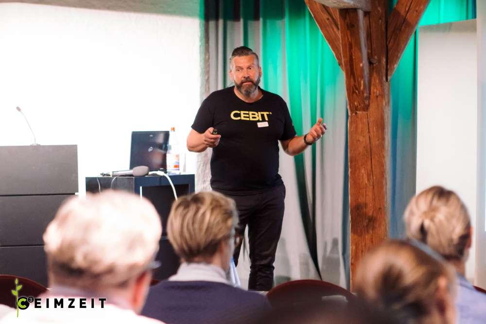 Rückblick auf unsere dritte CEIMZEIT-Veranstaltung, Vortragender, Cebit